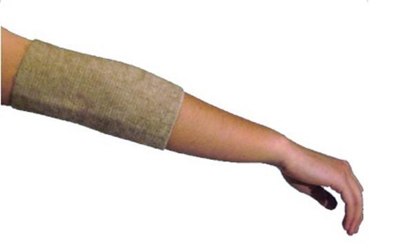 Almed Повязка мед.эласт.согревающая на локоть (налокотник) с шерстью мериноса №4ПСЛM 4/LВ данном бандаже использована шерсть мериноса — это тонкорунная шерсть (толщина менее 24 мк), состриженная с холки овец, выращенных в питомниках Австралии и Новой Зеландии. Шерсть мериноса, безупречна по структуре, длинна и бела, обладает великолепными термостатическими свойствами. Благодаря естественному завитку, она особо упругая.Бандажи носятся на хлопчатобумажную сторону и на шерстяную непосредственно, о на тело, а также на нижнее белье.СОСТАВ:Полушерсть — 35%Хлопок — 52%Латекс — 7 %Полиэфир — 6 % Обхват под локтем; обхват над локтем; ширина бандажа XS 10-14; 20-24; 28 S 14-18; 24-28; 28 M 18-22; 28-32; 28 L 22-26; 32-36; 28 XL 26-30; 36-40; 28УПАКОВКА:Полиэтиленовый пакет с еврослотом и клапаном со скотчем.Картонный вкладыш — 1 шт.