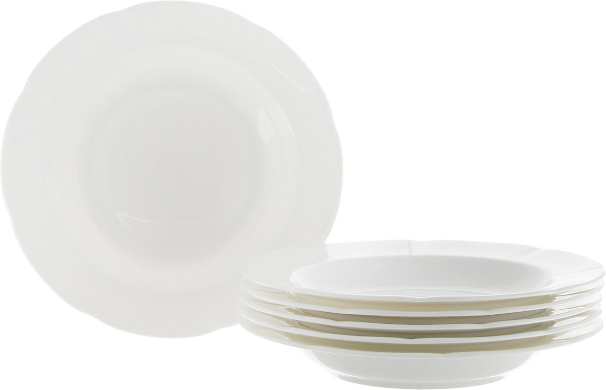 """Набор Royal Bone China """"White"""", выполненный из костяного фарфора, состоит из 6 суповых  тарелок и предназначен для красивой сервировки блюд. Такой набор прекрасно впишется в  интерьер вашей кухни и станет достойным дополнением к кухонному инвентарю.  Набор суповых тарелок Royal Bone China """"White"""" подчеркнет прекрасный вкус хозяйки и станет  отличным подарком. Диаметр тарелки (по верхнему краю): 23 см. Высота тарелки: 3,5 см."""