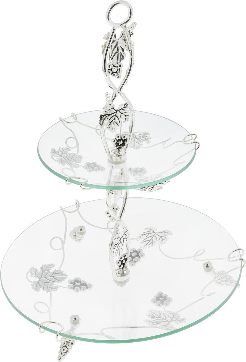 Фруктовница Marquis, 2-ярусная, высота 39 см1045-MRФруктовница Marquis, выполненная из стекла, сочетает в себе стильный дизайн с максимальной функциональностью. Изделие состоит из 2 круглых блюд разного размера. Стойка-держатель выполнена из стали с серебряно-никелевым покрытием. Фруктовница предназначена для красивой сервировки конфет, фруктов и десертов. Она украсит сервировку вашего стола и подчеркнет прекрасный вкус хозяйки, а также станет отличным подарком.Можно мыть в посудомоечной машине. Размер малого блюда: 17,6 х 17,6 х 3 см.Размер большого блюда: 29 х 29 х 5 см.Высота фруктовницы: 39 см.