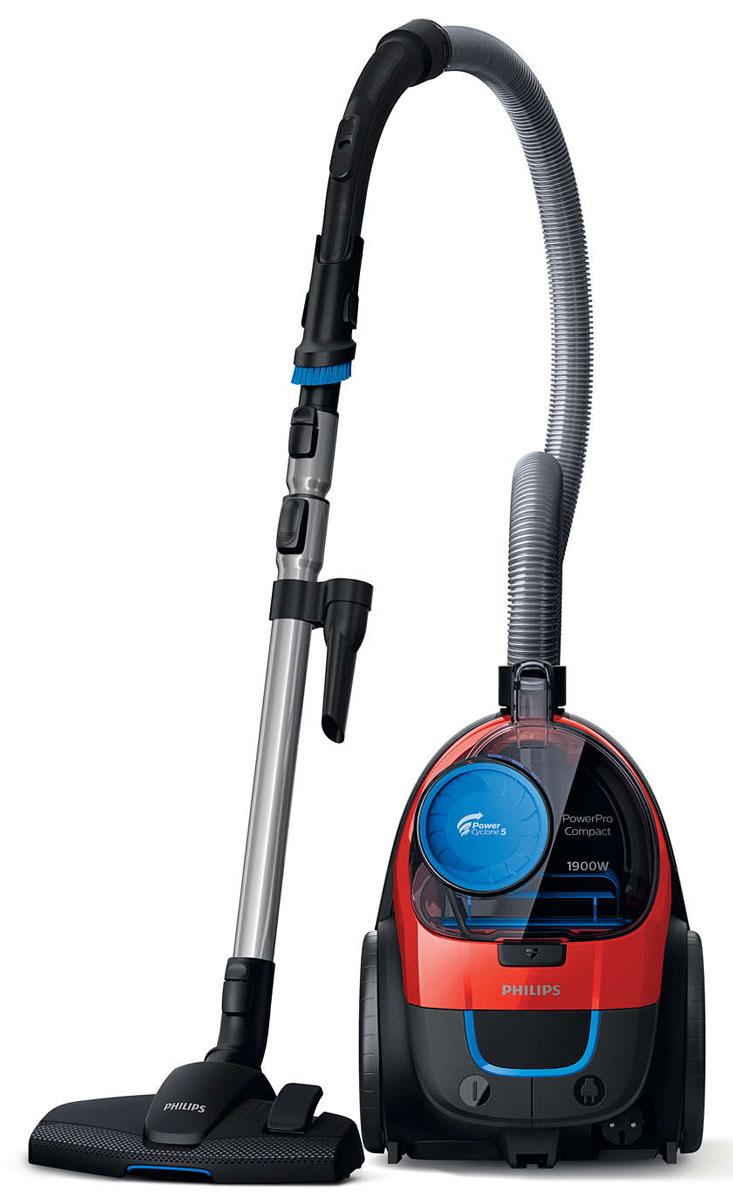 Philips FC9351/01 PowerPro Compact безмешковый компактный пылесосFC9351/01Пылесос Philips PowerPro Compact обеспечивает впечатляющие результаты уборки благодаря технологии PowerCyclone 5 и насадке MultiClean. Мотор 1900 Вт обеспечивает высокую мощность всасывания и гарантирует отличные результаты уборки.Технология PowerCyclone 5 усиливает воздушный поток и повышает эффективность, мгновенно отделяя пыль от воздуха. Идеальный результат обеспечивается за счет одновременного выполнения следующих действий: 1) благодаря своей конструкции, воздухозаборник PowerCyclone всасывает воздух с большой скоростью; 2) быстрая циркуляция воздуха обеспечивает эффективное отделение воздуха и оседание частичек пыли в циклонической камере; 3) воздух выходит из камеры через лопасти, которые эффективно отделяют пыль от воздуха, направляя ее в контейнер.Насадка MultiClean гарантирует тщательную очистку всех типов напольных покрытий. Она плотно прилегает к полу и собирает даже самую мелкую пыль.В ручку этого пылесоса встроена удобная мягкая щетка для пыли - она всегда готова к использованию.Элементы соединения ActiveLock обеспечивают удобную установку и отсоединение различных насадок и аксессуаров от телескопической трубки.Легкая и компактная конструкция обеспечивает удобное перемещение прибора во время уборки. Большие задние колеса обеспечивают плавное движение.Гофрированный фильтр EPA с большой поверхностью отличается высокой очищающей способностью. Фильтр собирает мелкие частицы пыли, а благодаря циклонной системе он долго не засоряется и обеспечивает отличные результаты на протяжении длительного срока.