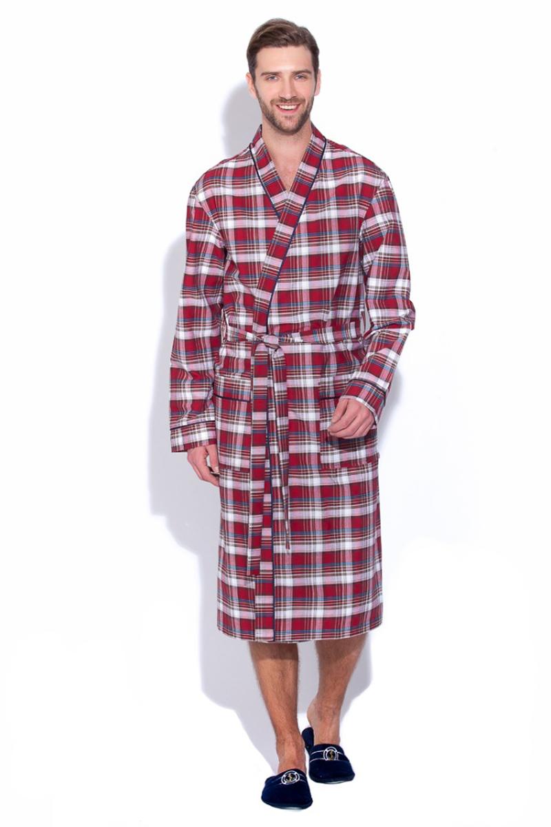 Халат мужской Peche Monnaie, цвет: синий, красный. 31. Размер XL (50/52)31Мужской халат Peche Monnaie выполнен из тканого полотна поплин - это 100% натуральный эко-хлопок высшей категории. Необыкновенно легкая, мягкая и прочная ткань делает халат невесомым, не сковывает движений и позволяет телу свободно дышать. Модель имеет воротник в стиле кимоно, оптимальную длину ниже середины икры, накладные карманы для мелочей. Декоративный кант украшает полы халата, ворот и манжеты рукава. Красивый рисунок в мелкую клетку по всему изделию. Попадая домой или в баню, вы ни на секунду не захотите расставаться с этим халатом. Европейский стиль и дизайн для ценителей классики в сочетании с современными тенденциями. Великолепный вариант на каждый день и жарким летом, и зимой. Халат упакован в фирменную подарочную коробку.