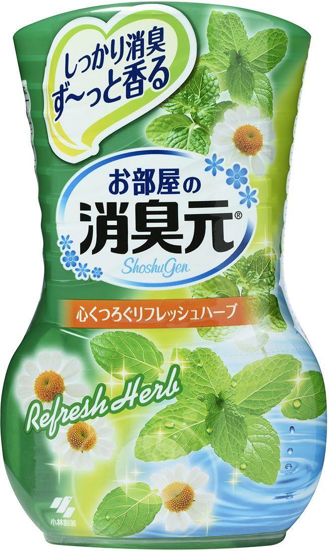 Освежитель воздуха Kobayashi Oheyano Shoshugen, с ароматом трав, 400 мл08160kbОсвежитель воздуха Kobayashi Oheyano Shoshugen устраняет неприятные запахи, наполняет комнату ароматом трав. Бумажный фильтр позволяет регулировать интенсивность аромата.Способ использования: снимите внешнюю защитную пленку по линии отрыва. Снимите внешнюю крышку. Открутите крышку, поднимите бумажный фильтр (интенсивность аромата можно регулировать высотой фильтра).Состав: амфотерные ПАВ, парфюмерная отдушка, ПАВ (неионные, анионные), краситель.Товар сертифицирован.