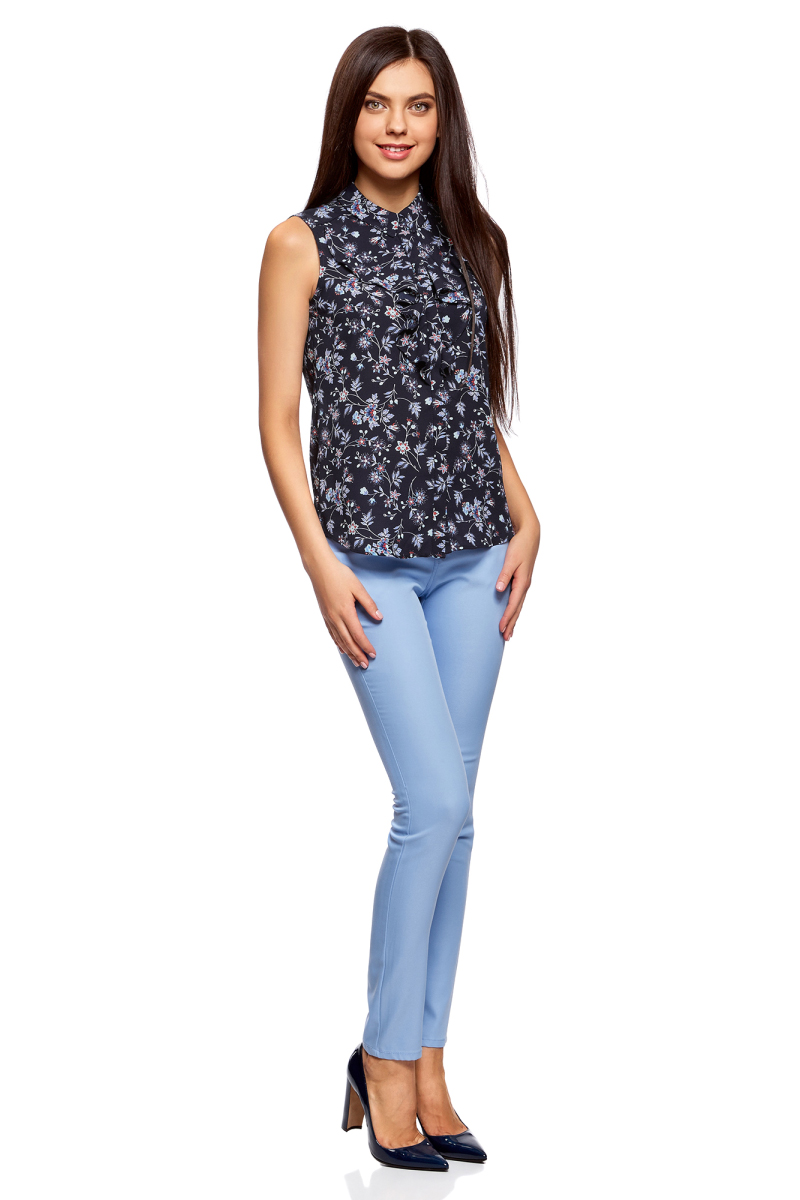 Блузка женская oodji Collection, цвет: темно-синий, красный, цветы. 21411108/36215/7945F. Размер 44-170 (50-170)