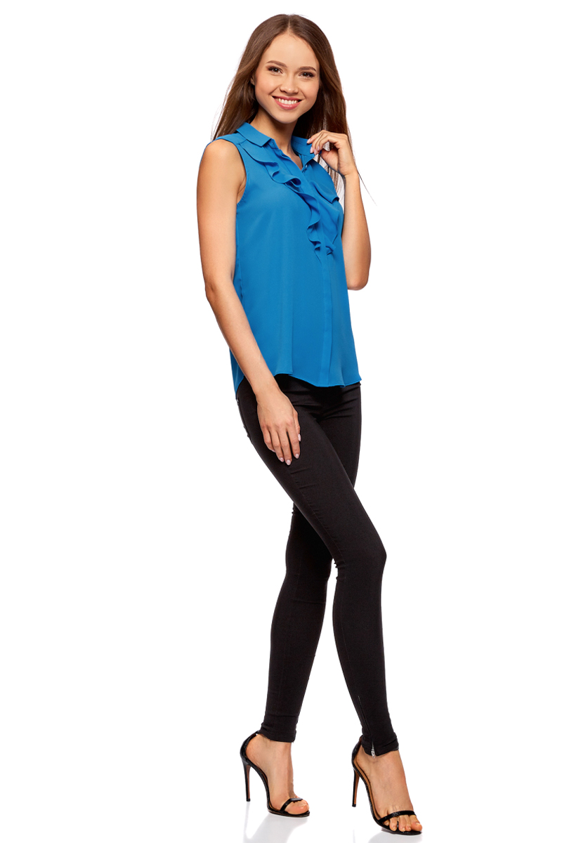 Блузка женская oodji Collection, цвет: синий. 21411108/36215/7500N. Размер 42-170 (48-170)21411108/36215/7500NЛаконичная женская блуза oodji Collection выполнена из струящегося материала и оформлена воланами. Модель прямого кроя с отложным воротничком застегивается по всей длине на пуговицы, скрытые планкой. Блуза подойдет для офиса, прогулок и дружеских встреч и будет отлично сочетаться с джинсами и брюками, а также гармонично смотреться с юбками. Мягкая ткань на основе полиэстера приятна на ощупь и комфортна в носке.