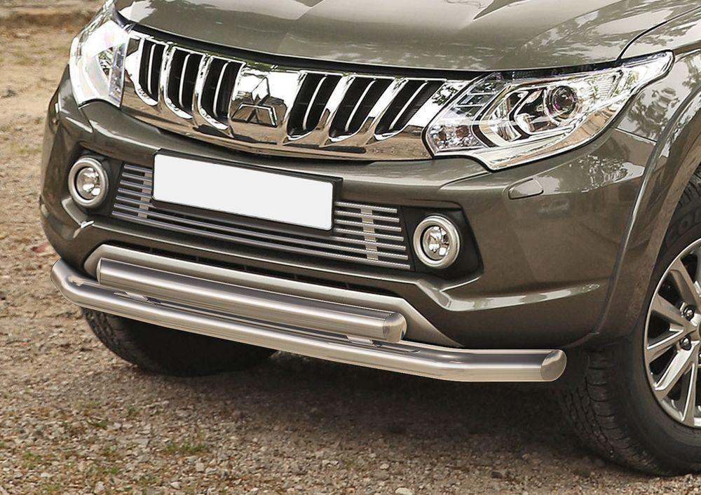 Решетка бампера Rival для Mitsubishi L200 2015-G.4002.001Стильная решетка бампера Rival придает Вашему автомобилю индивидуальность и выделяет его в насыщенном городском потоке, защищает радиатор от повреждений.- Произведена из высококачественной нержавеющей стали (марка AISI 304, толщина стенки 1,5 мм, диаметр трубочек 10 мм) обеспечивает долговечную эксплуатацию. - Гарантия на сквозную коррозию и на целостность сварных швов - 5 лет.- Использование электроплазменной полировки позволяет добиться качественной равномерной зеркальной поверхности.- Простая установка в штатные места крепления не требует сверления и дополнительной доработки автомобиля. Установка занимает не более 15 минут.- Продукт сертифицирован, нет проблем с постановкой на учет.- Производство на высокоточном оборудовании позволяет изготовить индивидуальный продукт с высокой точностью повторения геометрии автомобиля.- В комплекте крепеж и инструкция по установке.Совместимость с дополнительным оборудованием и аксессуарами Rival и с большинством оригинальных аксессуаров.