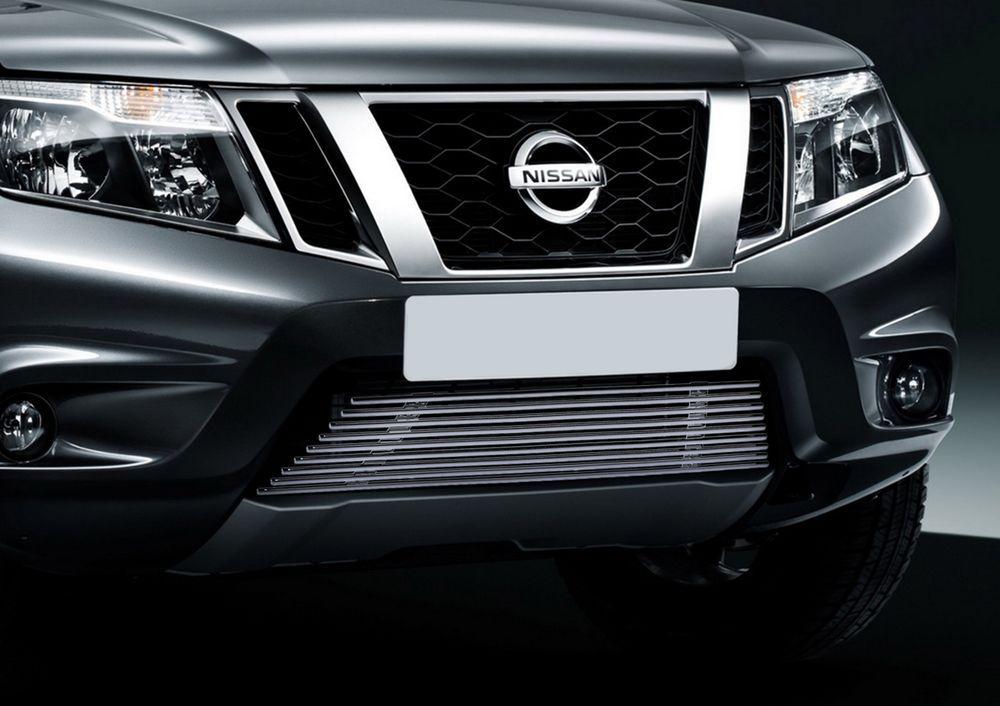 Решетка бампера Rival для Nissan Terrano 2014-G.4119.001Стильная решетка бампера Rival придает Вашему автомобилю индивидуальность и выделяет его в насыщенном городском потоке, защищает радиатор от повреждений.- Произведена из высококачественной нержавеющей стали (марка AISI 304, толщина стенки 1,5 мм, диаметр трубочек 10 мм) обеспечивает долговечную эксплуатацию. - Гарантия на сквозную коррозию и на целостность сварных швов - 5 лет.- Использование электроплазменной полировки позволяет добиться качественной равномерной зеркальной поверхности.- Простая установка в штатные места крепления не требует сверления и дополнительной доработки автомобиля. Установка занимает не более 15 минут.- Продукт сертифицирован, нет проблем с постановкой на учет.- Производство на высокоточном оборудовании позволяет изготовить индивидуальный продукт с высокой точностью повторения геометрии автомобиля.- В комплекте крепеж и инструкция по установке.Совместимость с дополнительным оборудованием и аксессуарами Rival и с большинством оригинальных аксессуаров.