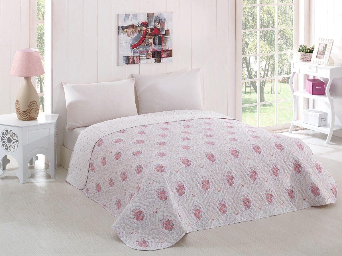 Покрывало Karna Modalin, стеганое, цвет: белый, розовый, 160 х 220 см05-0645-3Покрывало Karna Modalin изготовлено из 100% полиэстера. Полиэстер является синтетическим волокном. Ткань, полностью изготовленная из полиэстера, даже после увлажнения, очень быстро сохнет. Изделия из полиэстера практически не требовательны к уходу и обладают высокой устойчивостью к износу. Изделия из полиэстера не мнется и легко стирается, после стирки очень быстро высыхает. Материал очень прочный, за время использования не растягивается и не садится. А также обладает высокой влагонепроницаемостью.
