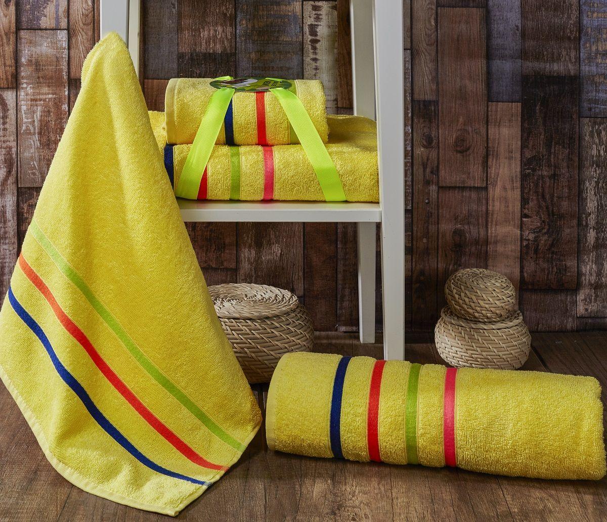 Комплект полотенец Karna Bale Neon, цвет: желтый, 50 х 80 см, 70 х 140 см, 2 шт1011217226Комплект полотенец Karna изготавливают из высококачественных хлопковых нитей. Хлопковые нити прядутся из длинных волокон. Длина волокон хлопковой нити влияет на свойства ткани, чем длиннее волокна, тем махровое изделие прочнее, пушистее и мягче на ощупь. А также махровое изделие будет отлично впитывать воду и быстро сохнуть. На впитывающие качества махры (ее гигроскопичность), конечно же, влияет состав волокон. Махра абсолютно не аллергенна, имеет высокую воздухопроницаемость и долгий срок использования ткани.Отличительной особенностью данной модели являются ее оригинальный дизайн и подарочная упаковка. Данное изделие отличается своей долговечностью и практичностью, полотенца не выгорают и не линяют.