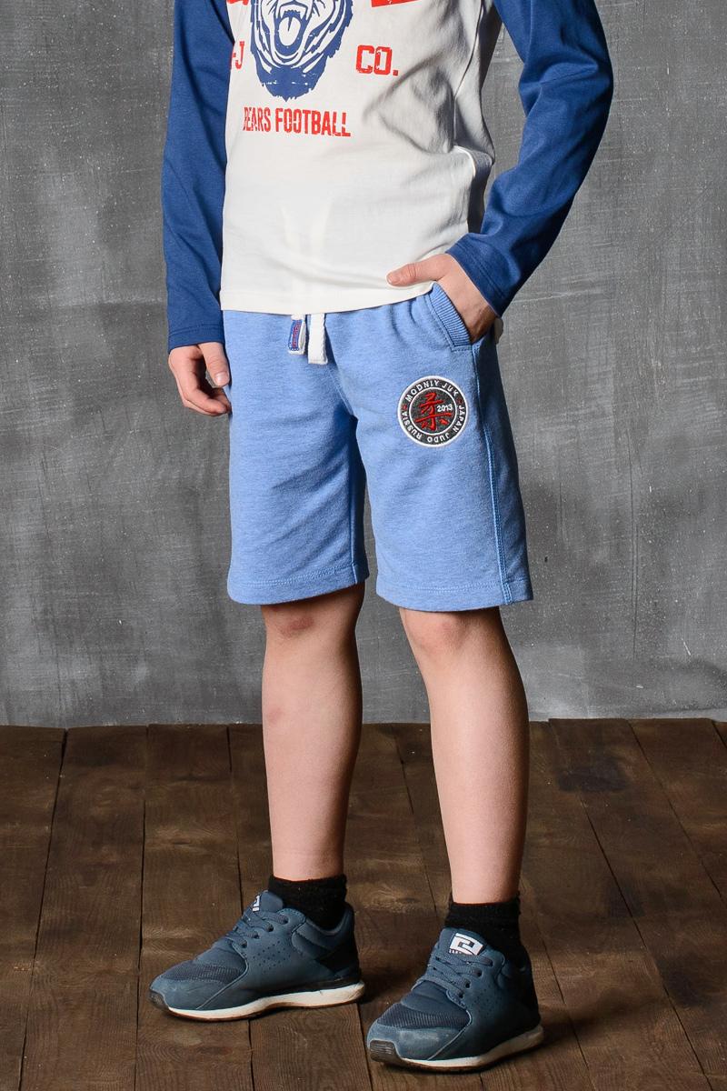 Шорты для мальчика Modniy Juk, цвет: светло-голубой. 10B00010400. Размер 146/15210B00010400/JUDO/Шорты для мальчика Modniy Juk изготовлены из высококачественного износостойкого мягкого трикотажа, он приятный на ощупь, не раздражает нежную и чувствительную кожу ребенка, позволяя ей дышать. Модель с поясом из трикотажной резинки дополнена шнурком, надежно фиксирует шорты и не сдавливает живот ребенка. Изделие имеет прямой крой, длина по колено, манжеты из трикотажной резинки, передние боковые карманы с листочками. Шорты дополнены яркой вышивкой в стиле Modniy Juk.