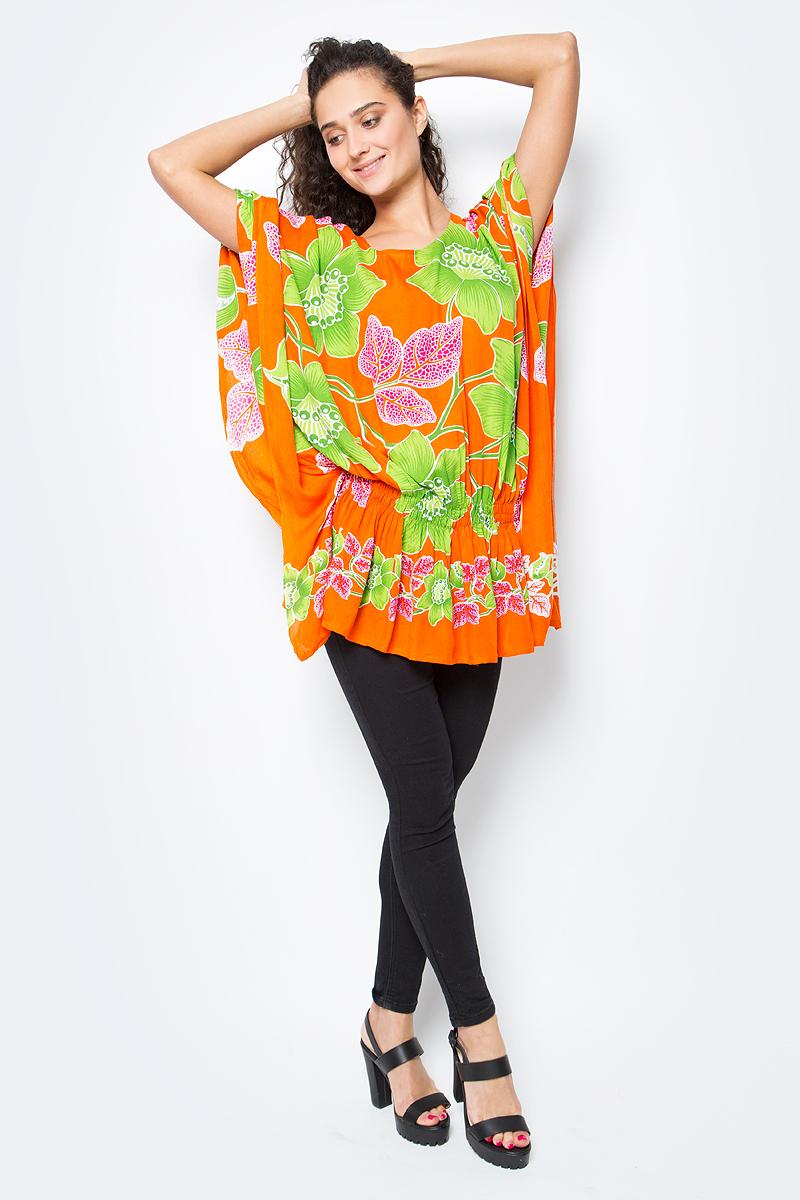 Туника женская Vitta Pelle, цвет: оранжевый, зеленый. Ro03P18-1435. Размер L/XL (48/52)Ro03P18-1435Модная короткая туника из легкого хлопка. Свободный крой с резинкой на талии. Круглая горловина, разнообразные яркие принты.