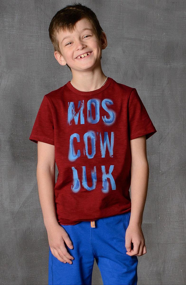 Футболка для мальчика Modniy Juk, цвет: бордовый. 01B00110100. Размер 110/11601B00110100/MOSCOW_JUK/Стильная футболка для мальчика Modniy Juk изготовлена из высококачественного легкого хлопка, она приятна на ощупь, не раздражает нежную и чувствительную кожу ребенка, позволяя ей дышать. Модель имеет полуприлегающий силуэт, круглый вырез горловины не стесняет движения. Изделие дополнено ярким принтом в стиле Modniy Juk.