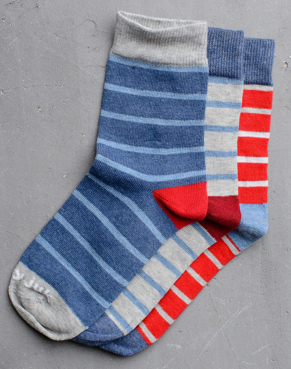 Носки для мальчика Modniy Juk, цвет: мультиколор. Socks 21/Logo. Размер 12/14Socks 21/Logo/Стильные носки для мальчика Modniy Juk изготовлены из высококачественного материала, они приятны на ощупь, не раздражают нежную и чувствительную кожу ребенка, позволяя ей дышать. Модель отлично облегает стопу. Усиленный мысок и пятка продлят срок эксплуатации. Изделие дополнено логотипом в стиле Modniy Juk.