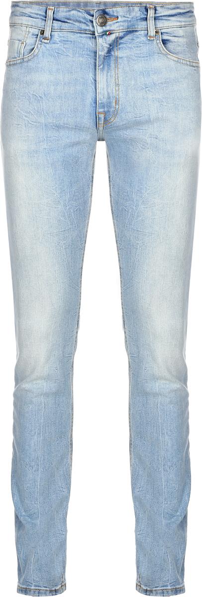 Джинсы мужские F5, цвет: голубой. 14436_09348. Размер 29-32 (44/46-32)14436_09348, Blue denim V-008 str., w.lightСтильные мужские джинсы F5 выполнены из хлопка с небольшим добавлением эластана. Застегиваются джинсы на пуговицу в поясе и ширинку на застежке-молнии, имеются шлевки для ремня. Спереди модель дополнена двумя втачными карманами и одним небольшим секретным кармашком, а сзади - двумя накладными карманами. Джинсы украшены потертостями.