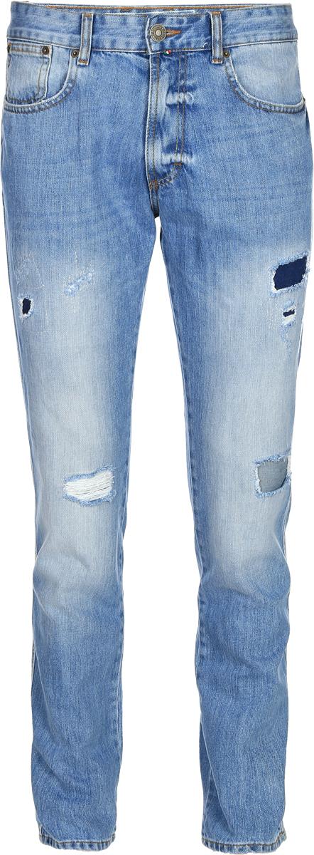 Джинсы мужские F5, цвет: голубой. 14438_09597. Размер 34-32 (50-32)14438_09597, Blue denim Sesto, w.lightСтильные мужские джинсы F5 выполнены из натурального хлопка. Застегиваются джинсы на пуговицу в поясе и ширинку на застежке-молнии, имеются шлевки для ремня. Спереди модель дополнена двумя втачными карманами и одним небольшим секретным кармашком, а сзади - двумя накладными карманами. Джинсы украшены прорезями.