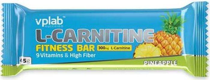 Батончик VP Laboratory L-карнитин Fitness Bar, ананас, 45 гVP80758L-карнитин Fitness Bar – вкусный батончик для похудения и проведения успешных тренировок.Важнейшими компонентами L-карнитин Фитнес Бар являются карнитин и клетчатка. Батончик содержит 300 мг L-карнитина Carnipure и 11 г клетчатки.Карнитин представляет собой витаминоподобное вещество, содержащееся почти во всех клетках организма. Способность организма синтезировать карнитин самостоятельно не гарантирует достаточного его количества для поддержания многих процессов при интенсивных тренировках, поэтому необходимо обеспечить его дополнительное поступление. L-карнитин Carnipure TM, входящий в состав батончика, стимулирует активный жировой обмен во время интенсивных аэробных нагрузкок и тренировок, является главным помощником в борьбе с лишним весом и усталостью.Высокое содержание клетчатки в L-карнитин Fitness Bar нормализует уровень холестерина и сахара в крови, регулирует вес, здоровье кишечной микрофлоры, способствует выведению токсинов.Молочный протеин и сбалансированный витаминный комплекс из 9 витаминов в составе батончика максимально быстро обеспечивают организм необходимыми питательными компонентами, дают дополнительный заряд энергии и помогают бороться с чувством голода.L-карнитин Fitness Bar - это великолепный вкус сочного ананаса в молочной глазури, сбалансированный состав, удобная и практичная форма - идеальный выбор в качестве спортивного питания, дополнения к рациону диетического питания и полезного перекуса.Как повысить эффективность тренировок с помощью спортивного питания? Статья OZON Гид