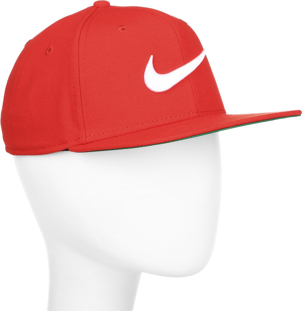 Бейсболка Nike Swoosh Pro, цвет: красный. 639534-658. Размер универсальный639534-658Бейсболка Swoosh Proот Nike выполнена из полиэстера. Модель имеет плотный козырек и оформлена эмблемой бренда.