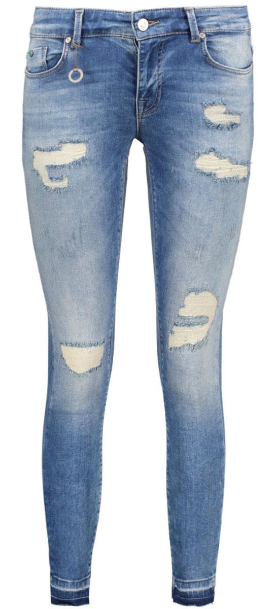 Джинсы женские Only, цвет: синий. 15135897_Medium Blue Denim. Размер 29-32 (44/46-32)15135897_Medium Blue DenimСтильные женские джинсы Only выполнены из хлопка с добавлением полиэстера и эластана. Материал мягкий и приятный на ощупь, не сковывает движения и дарит комфорт. Джинсы-скинни с заниженной посадкой застегиваются на пуговицу в поясе и ширинку на застежке-молнии. На поясе предусмотрены шлевки для ремня. Спереди модель дополнена двумя втачными карманами и одним накладным кармашком, сзади - двумя накладными карманами. Модель оформлена прострочкой и потертостями.