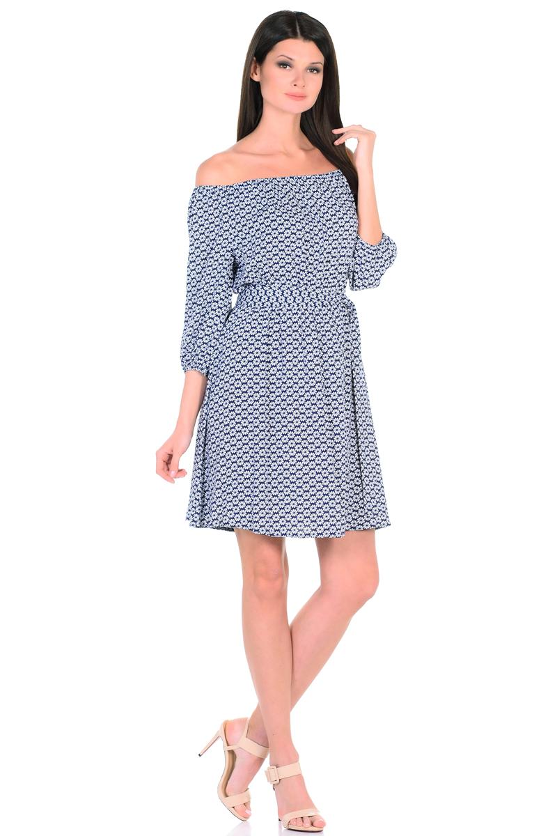 Платье HomeLike, цвет: темно-синий, белый. 815. Размер 44815Восхитительное платье HomeLike из струящегося невесомого материала в изысканной расцветке. Модель с расклешенной юбкой. Глубокий вырез горловины, основания рукавов 3/4 и линия талии присобраны на мягкие резиночки, придавая эффект легкой воздушности. При желании можно обнажить плечи. Пояс придает свою изюминку, делая образ более совершенным. Это прекрасное платье дарит ощущения легкости и комфорта в процессе носки, модель безупречно садится на фигуру любого типа, скрывает возможные несовершенства, подчеркивает красоту и женственность.