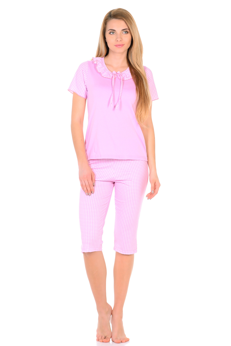 Домашний комплект женский HomeLike: футболка, бриджи, цвет: розовый, белый. 824. Размер 44824Трикотажный комплект домашней одежды HomeLike, состоящий из футболки и бридж, выполнен из кулирки в приятной расцветке. Футболка прямого покроя, с короткими принтованными рукавами, округлый вырез горловины оформлен воротником оборкой с декоративным бантиком. Такой дизайн смотрится невероятно мило и нежно. В паре с симпатичными бриджами данный комплект придаст вашему образу кукольную романтичность, обеспечит комфорт во время сна и отдыха.