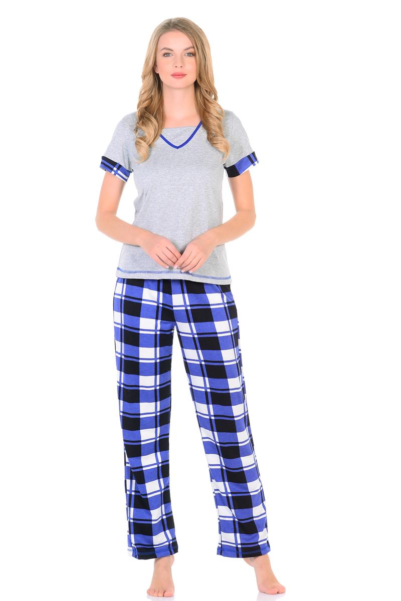 Домашний комплект женский HomeLike: футболка, брюки, цвет: серый, синий. 867. Размер 46867Комплект домашней одежды HomeLike, состоящий из футболки и брюк, изготовлен из трикотажного полотна кулирка. Футболка в цвете меланж, прямого покроя, с короткими рукавами, V-образный вырез горловины дополнен вставкой и обработан контрастной окантовкой в тон брюкам и манжетам на рукавах, нижний край подчеркивает декоративная отстрочка. Брюки из принтованной кулирки, прямого покроя, с резинкой в поясе. Комплект отлично сидит по фигуре, обеспечивает комфорт и свободу движениям.