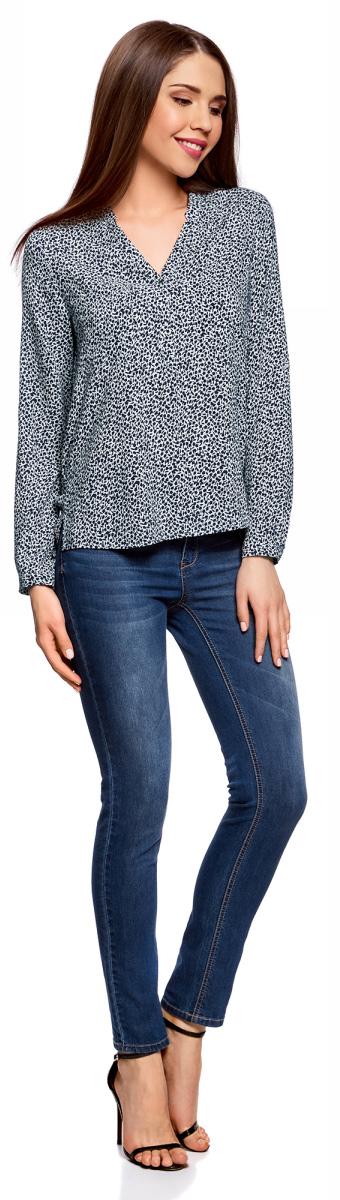 Блузка женская oodji Ultra, цвет: белый, темно-синий, цветы. 11411049-1/24681/1079F. Размер 40-170 (46-170)11411049-1/24681/1079FСтильная женская блузка, выполненная из 100% вискозы, отлично дополнит ваш гардероб. Модель с длинными рукавами и V-образным вырезом горловины застегивается сверху на пуговицы. Блузка дополнена нагрудными карманами.
