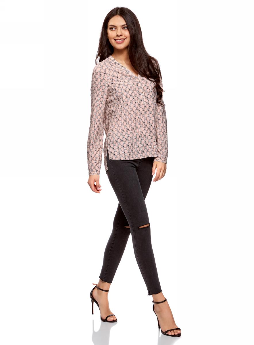 Блузка женская oodji Ultra, цвет: светло-розовый, светло-серый. 11411049-1/24681/4020K. Размер 36-170 (42-170)11411049-1/24681/4020KСтильная женская блузка, выполненная из 100% вискозы, отлично дополнит ваш гардероб. Модель с длинными рукавами и V-образным вырезом горловины застегивается сверху на пуговицы. Блузка дополнена нагрудными карманами.