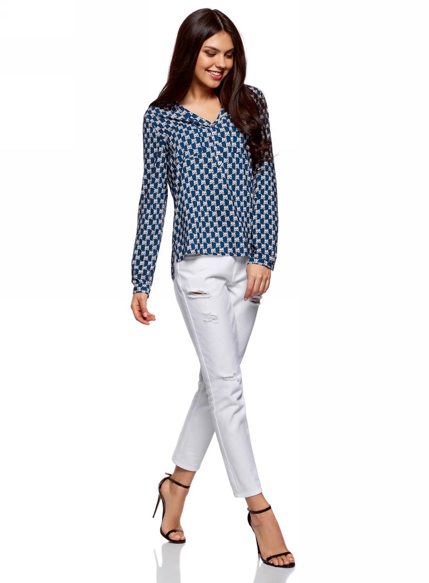 Блузка женская oodji Ultra, цвет: темно-синий, серый. 11411049-1/24681/7923K. Размер 42-170 (48-170)11411049-1/24681/7923KСтильная женская блузка, выполненная из 100% вискозы, отлично дополнит ваш гардероб. Модель с длинными рукавами и V-образным вырезом горловины застегивается сверху на пуговицы. Блузка дополнена нагрудными карманами.