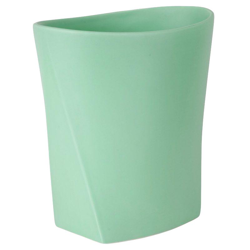 Контейнер для мусора Umbra Ava, цвет: бирюзовый023845-473Как много всего ненужного можно обнаружить на столе: скомканные бумаги для заметок, упаковки от шоколадок, старые скрепки и скобы для степлера. Отправьте весь этот хлам в мусорное ведро, чтобы сделать жизнь чище и упорядоченнее.Лаконичная и простая корзина Ava не займет много места.Размер: 25,4 x 23,5 x 15,2 см.