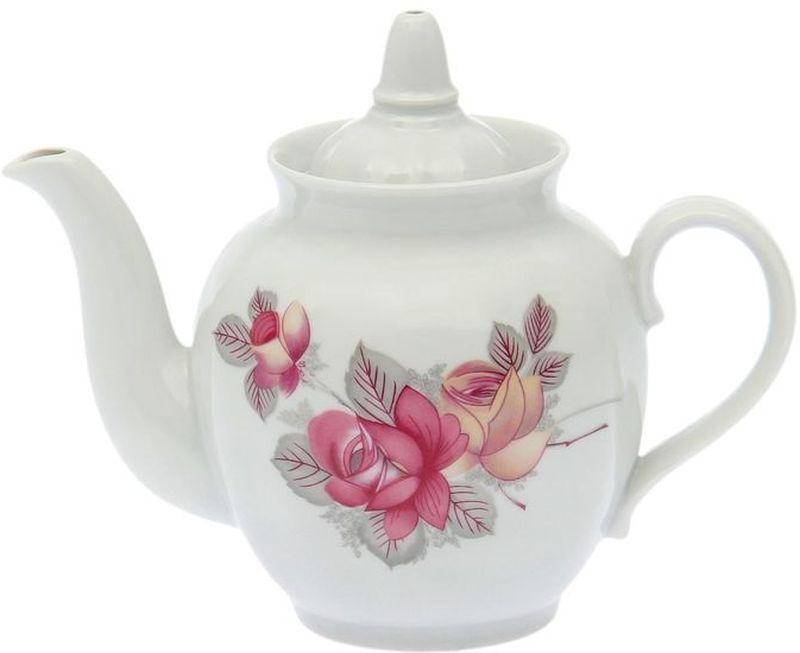 """Фарфоровая посуда считается классикой, ведь никакое время для нее не властно. Впервые появившись в Китае, фарфор присутствовал в домах  богатых людей и являлся драгоценным подарком для любого европейца. Фарфор ценили на вес золота, и это неудивительно, ведь его качество и  необыкновенные свойства славились на весь мир. Так, например, чайники из фарфора – это настоящая находка для ценителей чайной ароматной церемонии. Благодаря своим свойствам, фарфор  способен удерживать тепло напитка продолжительное время. Заварочный чайник «Гранатовый. Дикая роза » имеет довольно простой рисунок на белоснежном фарфоре, который несомненно, привлечет Ваше  внимание. Фарфор производства """"Дулевский Фарфор"""" имеет высокую термическую и механическую стойкость, благородный внешний вид. Чайник заварочный Дулевский Фарфор """"Гранатовый. Дикая роза"""" станет прекрасным украшением сервировочного стола. Чай из такого изделия  будет невероятно ароматным и вкусным."""