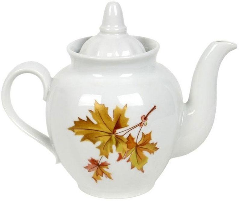"""Фарфоровая посуда считается классикой, ведь никакое время для нее не властно. Впервые появившись в Китае, фарфор присутствовал в домах  богатых людей и являлся драгоценным подарком для любого европейца. Фарфор ценили на вес золота, и это неудивительно, ведь его качество и  необыкновенные свойства славились на весь мир. Так, например, чайники из фарфора - это настоящая находка для ценителей чайной ароматной церемонии. Благодаря своим свойствам, фарфор  способен удерживать тепло напитка продолжительное время. Заварочный чайник «Гранатовый. Клен » имеет довольно простой рисунок на белоснежном фарфоре, который несомненно, привлечет Ваше  внимание. Фарфор производства """"Дулевский Фарфор"""" имеет высокую термическую и механическую стойкость, благородный внешний вид. Чайник заварочный Дулевский Фарфор """"Гранатовый. Клен"""" станет прекрасным украшением сервировочного стола. Чай из такого изделия будет  невероятно ароматным и вкусным."""