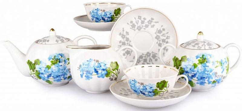Сервиз чайный Дулевский Фарфор Тюльпан. Голубая герань, 15 предметов072042Сервиз чайный Дулевский Фарфор Тюльпан. Голубая герань состоит из 15 предметов: сливочник (500 мл), сахарница (600 мл), 6 чайных пар (220 мл), чайник (750 мл).Сервиз для каждого человека имеет своё особое значение. Кому-то он передавался по наследству, а кто-то, возможно, готов приобрести его сейчас, чтобы начать такую семейную традицию. Отличным вариантом может послужить сервиз чайный «Герань» (Тюльпан), состоящий из 15 предметов и рассчитанный на 6 персон. Такой сервиз может стать семейным наследием, ведь он всегда будет выглядеть торжественно, стильно и эстетично. Дизайн сервизаТюльпан. Голубая герань очень необычный и яркий, формы его округлые и изящные. Он выглядит привлекательным и дорогостоящим.