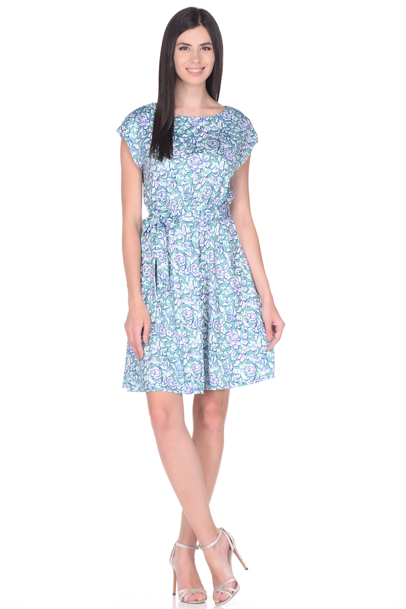 Платье EseMos, цвет: бирюзовый, белый, синий. 102. Размер 50102Легкое платье EseMos изготовлено из струящегося материала в изысканной современной расцветке. Женственный силуэт без рукавов, изящно присобран по талии на мягкую резиночку, образуя красивую драпировку. Талию подчеркивает пояс-завязка, придает изюминку, делая образ совершенным. Модель превосходно садится по фигуре, скрывая возможные несовершенства, подчеркивает достоинства, дарит ощущения легкости и комфорта.