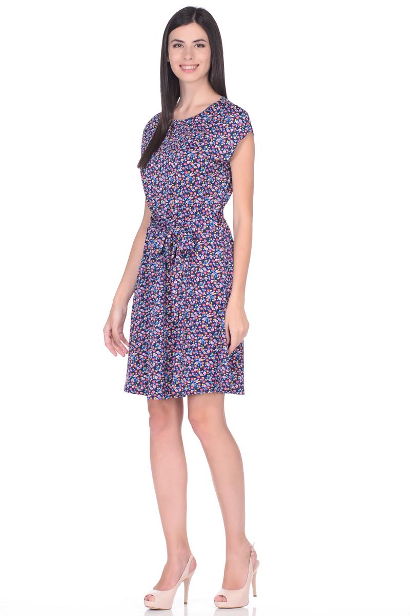Платье EseMos, цвет: темно-синий, голубой, желтый. 113. Размер 48113Легкое платье EseMos изготовлено из приятного струящегося материала в привлекательной расцветке. Женственный силуэт без рукавов изящно присобран по талии на мягкую резинку, образуя плавные ниспадающие складки по юбке-мини. Талию подчеркивает пояс-завязка, придает изюминку, делая образ совершенным. Модель превосходно садится по фигуре, скрывая возможные несовершенства, подчеркивает достоинства, дарит ощущения легкости и комфорта.