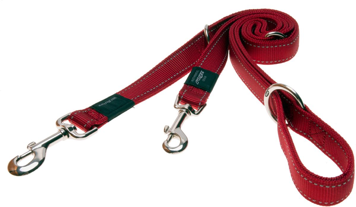 Поводок-перестежка для собак Rogz Utility, цвет: красный, ширина 2,5 см. Размер XLHLM05CПоводок-перестежка для собак Rogz Utility  со светоотражающей нитью, вплетенной в нейлоновую ленту, обеспечивает лучшую видимость собаки в темное время суток. Специальная конструкция пряжки Rog Loc - очень крепкая (система Fort Knox). Замок может быть расстегнут только рукой человека. Технология распределения нагрузки позволяет снизить нагрузку на пряжки, изготовленные из титанового пластика, с помощью правильного и разумного расположения грузовых колец, благодаря чему, даже при самых сильных рывках, изделие не рвется и не деформируется.Выполненные специально по заказу ROGZ литые кольца гальванически хромированы, что позволяет избежать коррозии и потускнения изделия. Многофункциональный поводок-перестежку можно использовать как: поводок для двух собак; короткий, средний или удлиненный поводок (1м, 1.3м, 1.6м); поводок через плечо; временную привязь.