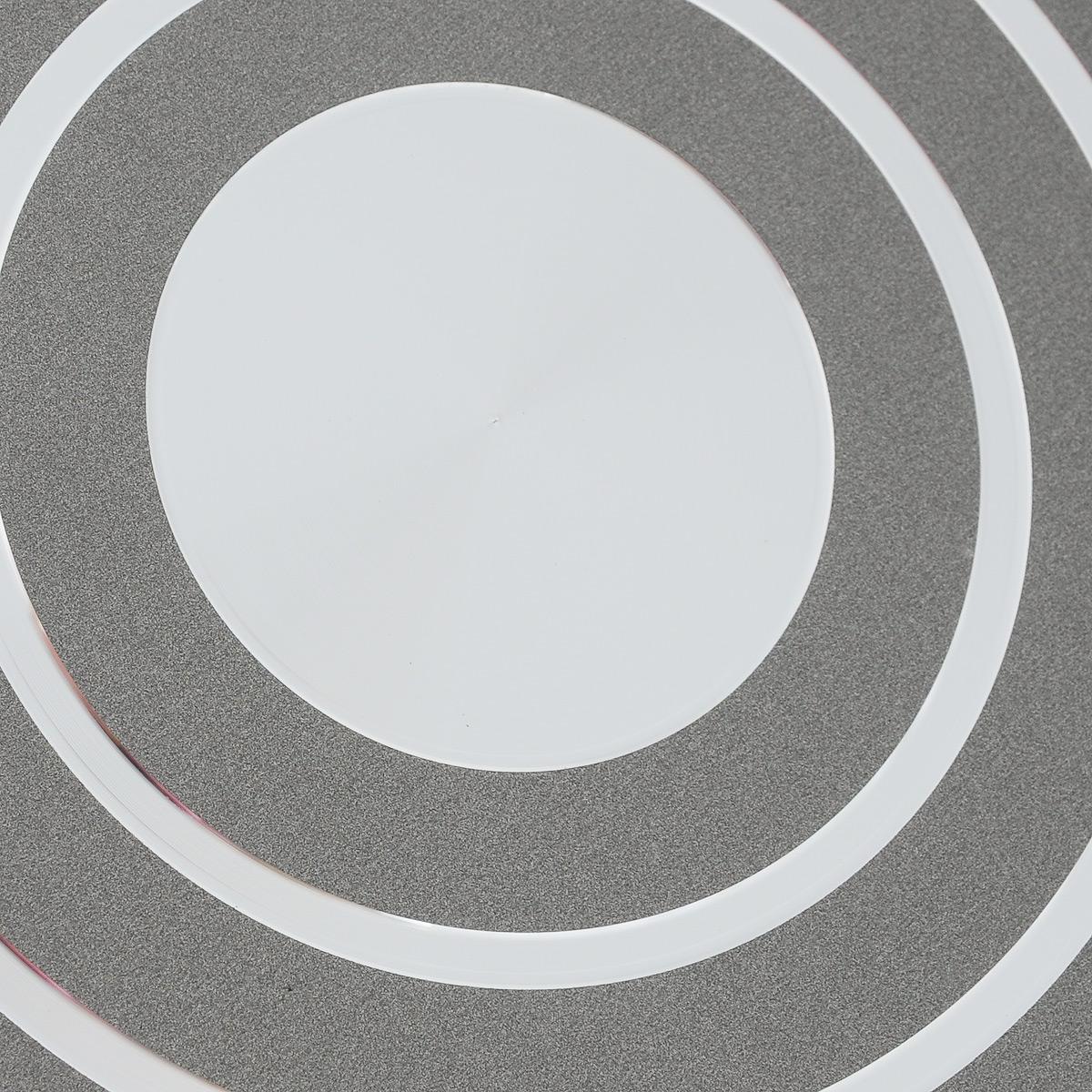 """Сотейник Scovo """"Discovery"""" изготовлен из алюминия с антипригарным покрытием Quantum2 Whitford с рисунком """"соты"""". Такое покрытие обеспечивает превосходные антипригарные свойства, поэтому при готовке можно почти не использовать подсолнечное масло. Не содержит PFOA, соединений кадмия и свинца, следовательно, посуда абсолютно безопасна для здоровья. Съемная ручка, выполненная из пластика, помогает решить проблему свободного места на кухне при хранении посуды и позволяет использовать посуду в духовке. Внешнее покрытие Piroskan Whitford легко моется и устойчиво к царапинам. Крышка выполнена из жаропрочного стекла. Изделие можно использовать на газовых, электрических и стеклокерамических плитах. Можно мыть в посудомоечной машине. Высота стенки: 7,5 см. Длина ручки: 17 см."""