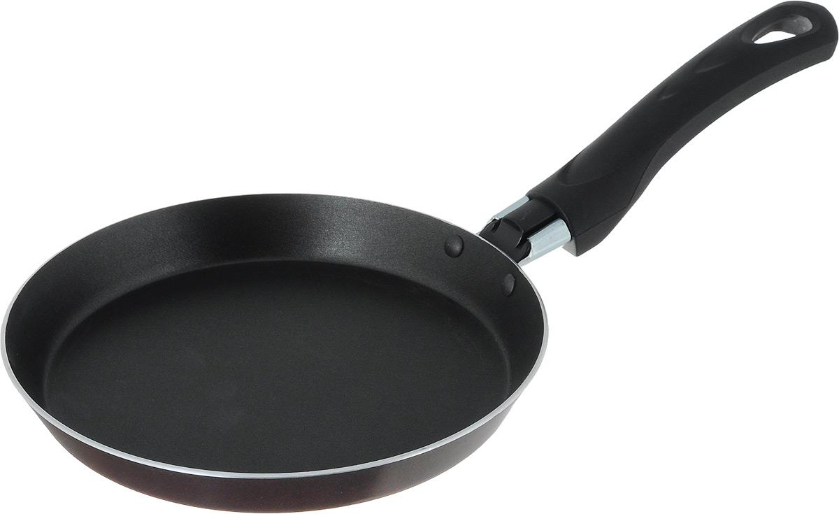 Сковорода для блинов MoulinVilla Домашний, с антипригарным покрытием. Диаметр 18 смEPS-18Сковорода для блинов MoulinVilla Домашний изготовлена из алюминия, который обеспечивает равномерный нагрев. Трехслойное антипригарное покрытие WhitFord на внутренней поверхности посуды полностью устраняет пригорание пищи и ее прилипание к стенкам и дну посуды. Обжаренная в такой посуде пища отлично сохраняет свои вкусовые качества и имеет привлекательный, аппетитный вид. Во время приготовления можно использовать минимальное количество масла и жиров. Сковорода оснащена удобной бакелитовой ручкой с отверстием для подвешивания.Можно использовать на газовых, электрических и стеклокерамических плитах. Можно мыть в посудомоечной машине.Диаметр сковороды (по верхнему краю): 18 см.Простой рецепт блинов на Масленицу – статья на OZON Гид.