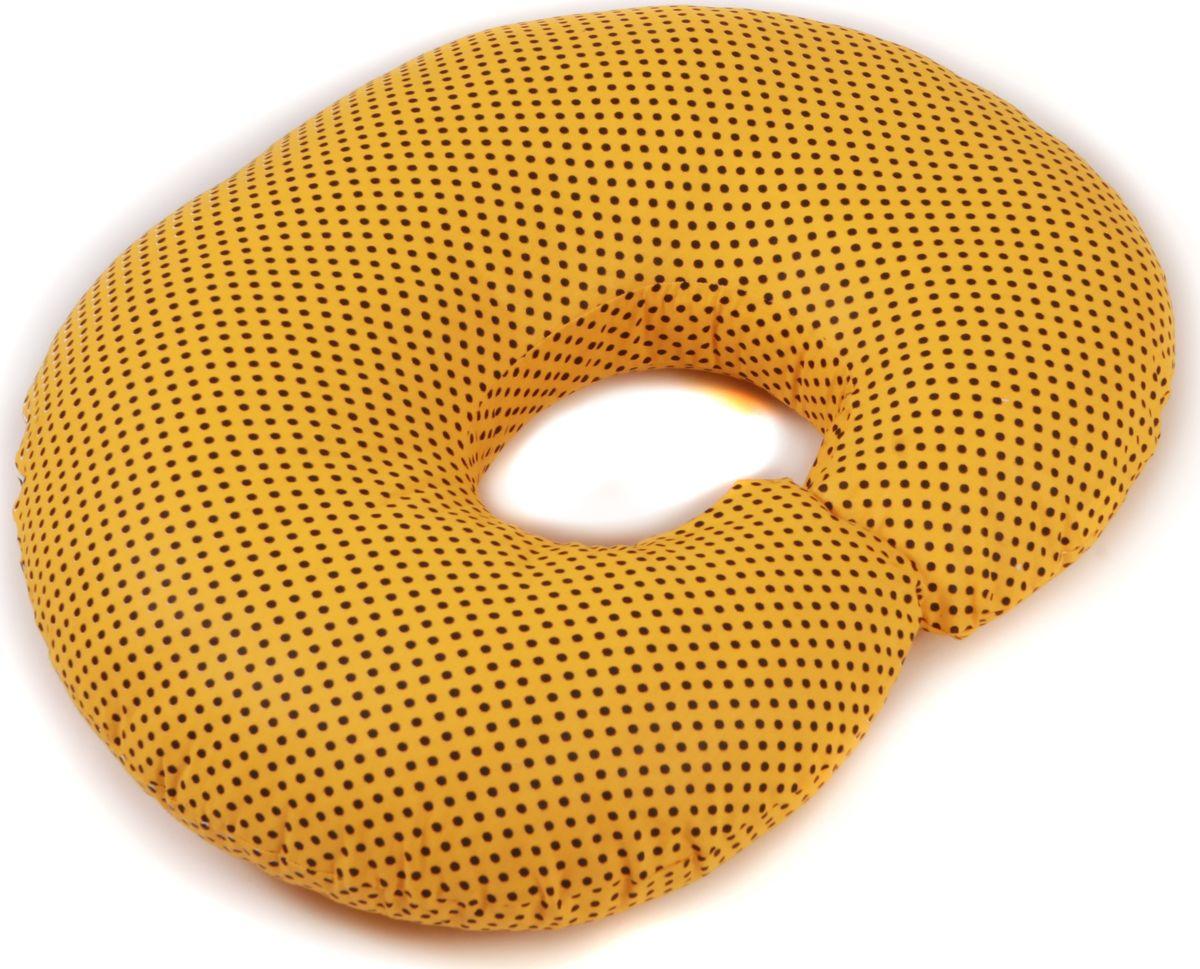 Body Pillow Подушка для кормящих и беременных Рогалик с наволочкой цвет желтый черный 70 х 90 смС70х90 пено желтПодушка для кормления Рогалик - это ни с чем несравнимый комфорт молодой мамы и малыша во время кормления грудью. Подушка одевается вокруг талии мамы, и малыш располагается на подушке. Так, подушка поддерживает все тело малыша, и ему удобно. А у мамы нет напряжения в области рук, шеи и спины. Подушку можно использовать как гнездышко для малыша во время игры, а еще в ней удобно учиться сидеть. Подушкой можно пользоваться и до появления малыша - во время сна подкладывать под животик.Наполнитель подушки - шарики пенополистирола - похожи на шарики анти-стресс, но диаметром 3-4 мм - это гипоаллергенный материал, который на 80% состоит из воздуха, заключенного в микроскопические клетки из вспененного полистирола.Благодаря особенности наполнителя, подушка жесткая, практически не поддается деформации и не пружинит. Благодаря этому свойству подушка идеально подойдет и для девушек с пышными формами. Контур подушки подстраивается под форму тела (шарики распределяются под весом тела). При перемещении шариков подушка издает шуршащие звуки.В комплекте есть съемная наволочка на молнии.Список вещей в роддом. Статья OZON Гид