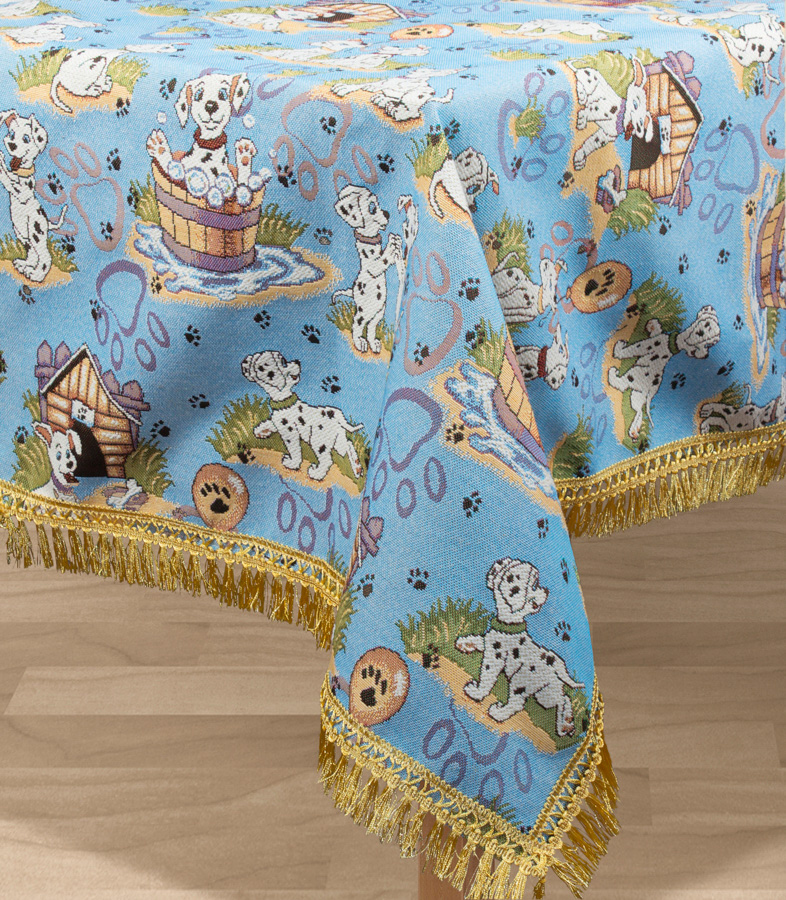 """Прямоугольная скатерть Les Gobelins """"Dalmatiens"""" с ярким рисунком привлечет к себе внимание и органично впишется в интерьер комнаты. Изделие изготовлено из высококачественной ткани гобелен и оформлено бахромой и кисточками. Необычайная красота сочетается в этой скатерти с высокой прочностью и долговечностью, а свойство гобелена по-разному проявлять себя в зависимости от освещения помещения позволяет открывать все новые и новые детали, которые, как казалось, раньше скрывал гобелен. Красочная и приятная на ощупь скатерть сделает любое застолье торжественным, а интерьер - уютным и своеобразным. Расположение рисунка на скатерти соответствует фотографии.Состав материала:  50% хлопок, 50% полиэстер."""