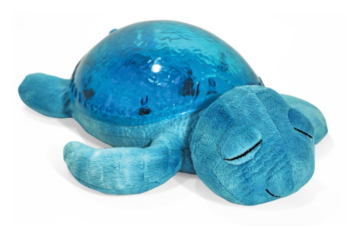 Cloud b Ночник-проектор Морская черепашка цвет морской волны7423-AQ-RUНочник-проектор Cloud b Морская черепашка превращает темную комнату в волшебный подводный мир.Ваш малыш будет спокойно засыпать благодаря волшебным звукам и краскам подводного мира. Спокойный и крепкий сон - гарантия здоровья и хорошего настроения!Функции: проекция движения подводного света; звуковой эффект (спокойная мелодия или шум океана); подсветка панциря; регулятор яркости и громкости; автоматическое отключение через 23 минуты.Материал: текстиль с элементами пластика.Рекомендуется докупить 3 батарейки напряжением 1,5V типа АА (товар комплектуется демонстрационными).