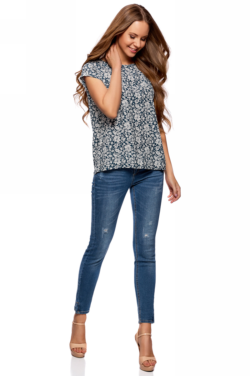 Блузка женская oodji Collection, цвет: темно-синий, бежевый. 21405137/46868/7933F. Размер 42-170 (48-170)21405137/46868/7933FЖенская блузка от oodji выполнена из вискозы. Модель свободного силуэта с короткими цельнокроеными рукавами и круглым вырезом горловины.