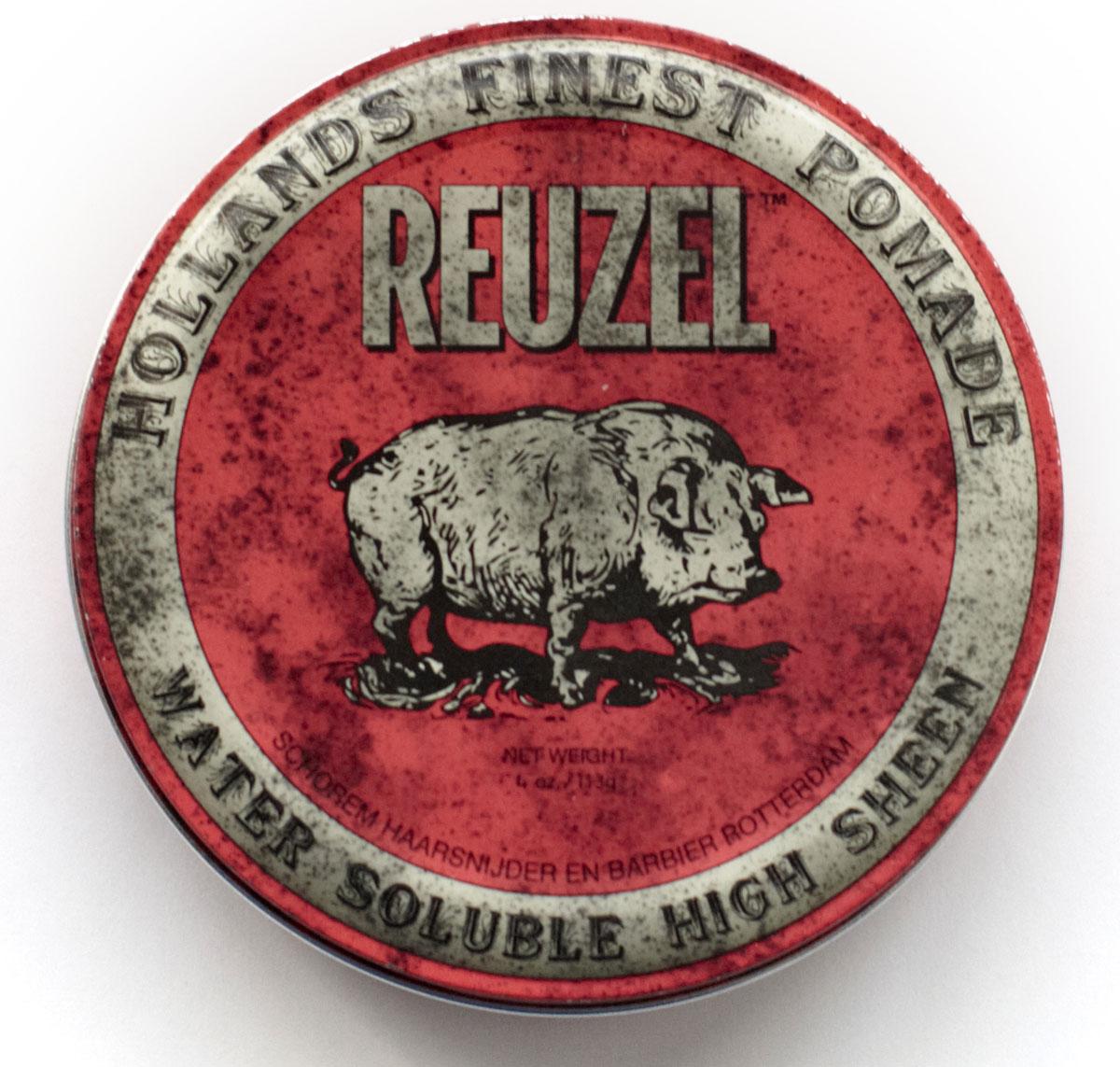 Reuzel помада для укладки волос, красная банка 113грREU001Помада REUZEL красная: ультраблеск Помада Reuzel в красной банке придаёт укладке ультраблеск, фиксирует как воск, но смывается водой так же просо как гель. Эта супер-концентрированная помада подходит для волос любого типа и полирует до блеска любую причёску: от помпадура и квиффа до slick back и любых смелых форм в укладке. Красная помада Reuzel сохраняет пластичность весь день, никогда не затвердевает и не превращается в хлопья. С аромат ванильной колы. - Сильная фиксация как у воска - Суперблеск и эффект отполированной укладки - Состав на водной основе, легко смывается - Превосходная прическа весь день