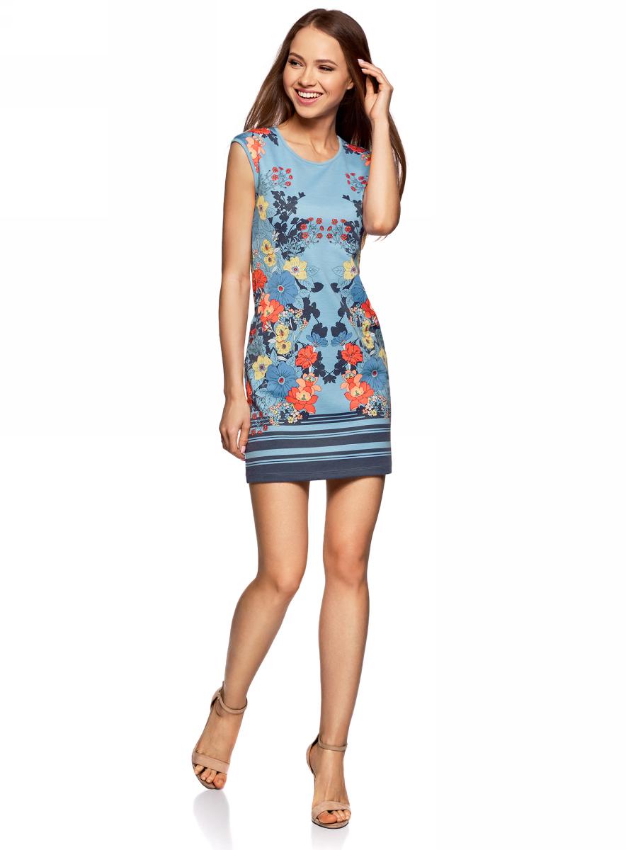 Платье oodji Ultra, цвет: голубой, красный. 14008014-4M/45396/7045F. Размер S (44)14008014-4M/45396/7045FТрикотажное платье oodji изготовлено из качественного смесового материала. Модель с круглым вырезом горловины и без рукавов оформлена цветочным принтом.