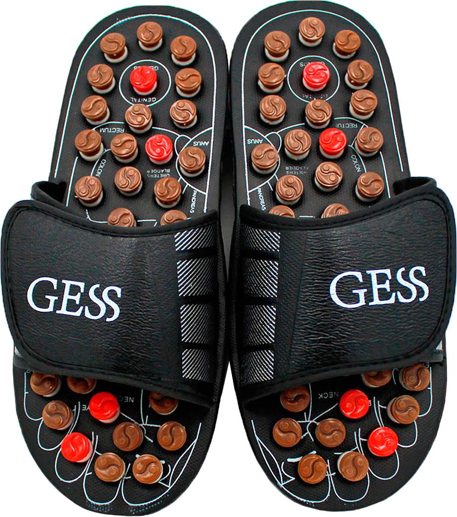 Gess Рефлекторные массажные тапочки uFoot, размер L (42/43)GESS-204 LРефлекторные массажные тапочки uFoot для ног — отличное сочетание обуви и оздоровления организма посредством акупунктурного воздействия на биологически важные зоны организма через определенные зоны стоп. Массаж стоп выполняется пружинящими головками, которые при надавливании проворачивается вокруг собственной оси, трение вызывает дополнительное тепло, которое усиливает эффективность воздействия массажа шиацу. Регулярное использование массажных тапочек поспособствует улучшению кровообращения, общего самочувствия, снимет тяжесть в ногах и подарит заряд бодрости. Ширина тапочек регулируется липучками, поэтому подойдут для ног любой ширины. Всего 15 минут воздействия пружинящими массажными головками на стопы во время занятия домашними делами, и Вы отметите для себя заметное улучшение самочувствия. Не является медицинским прибором. Имеются противопоказания.