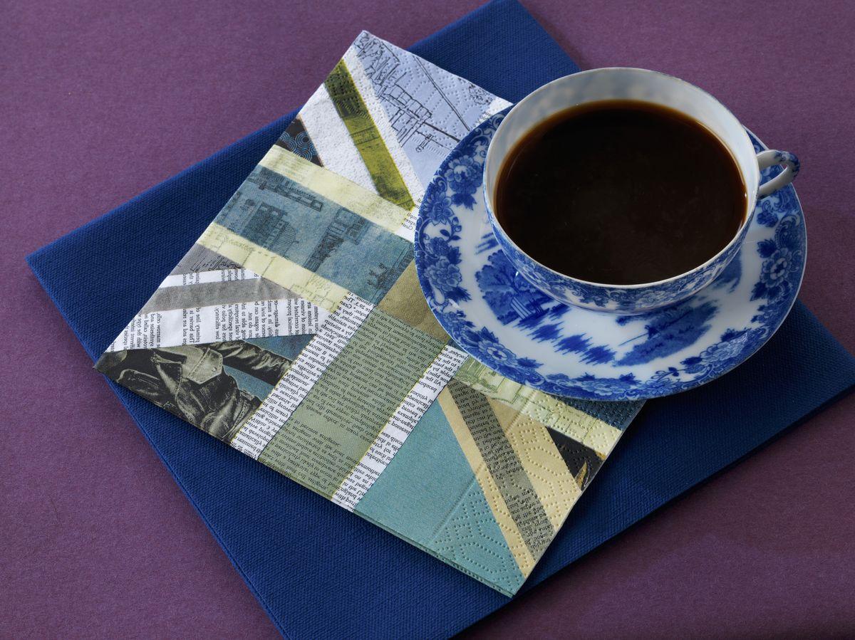 Салфетки бумажные Duni, 3-слойные, цвет: синий, 33 х 33 см167200Трехслойные бумажные салфетки изготовлены из экологически чистого, высококачественного сырья - 100% целлюлозы. Салфетки выполнены в оригинальном и современном стиле, прекрасно сочетаются с любым интерьером и всегда будут прекрасным и незаменимым украшением стола.