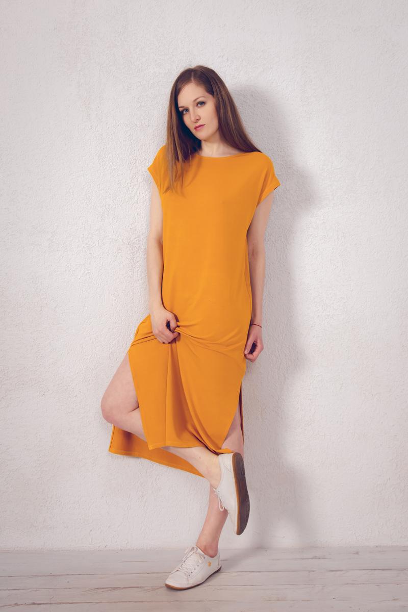 Платье домашнее Marusя, цвет: горчичный. 171221. Размер 52171221Домашнее платье Marusя изготовлено из натурального вискозного материала. Изделие длины макси свободного кроя с короткими рукавами. По бокам модель дополнена разрезами.