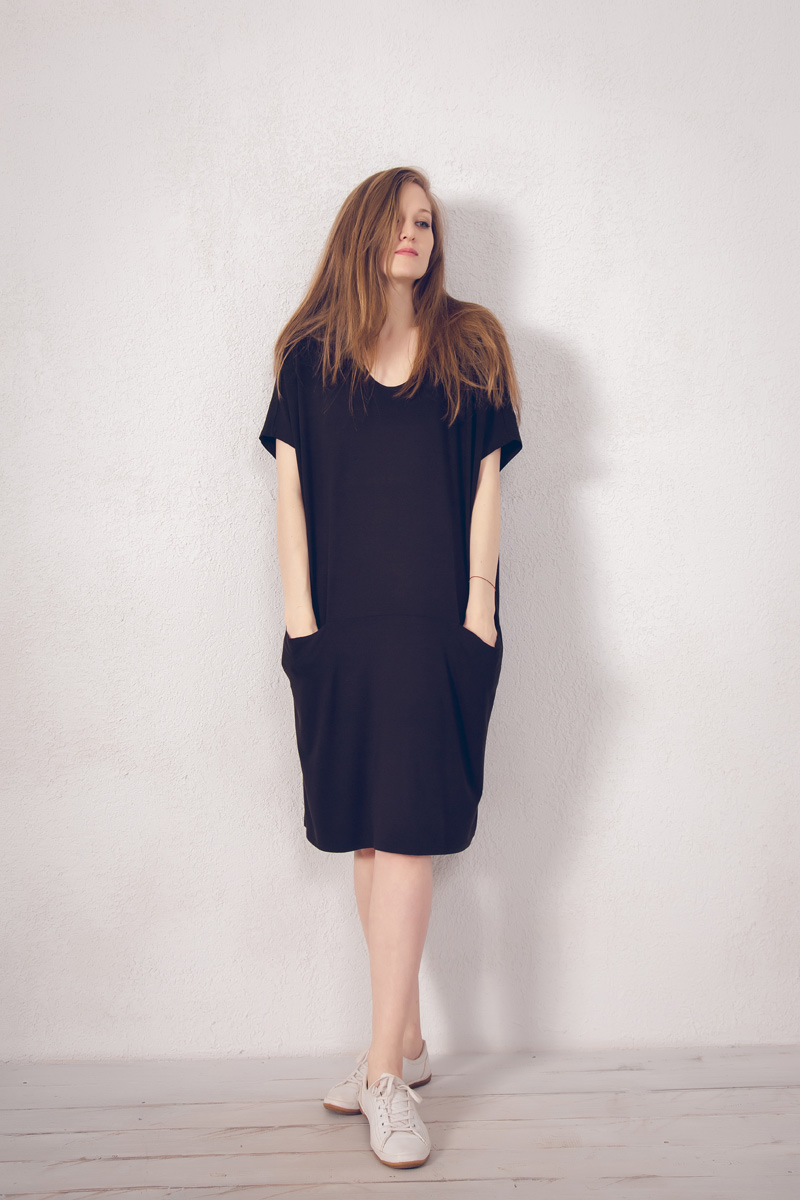 Платье домашнее Marusя, цвет: коричневый. 171222. Размер 48/50171222Домашнее платье Marusя изготовлено из натурального вискозного материала. Изделие средней длины свободного кроя с короткими рукавами. Модель дополнена карманами.