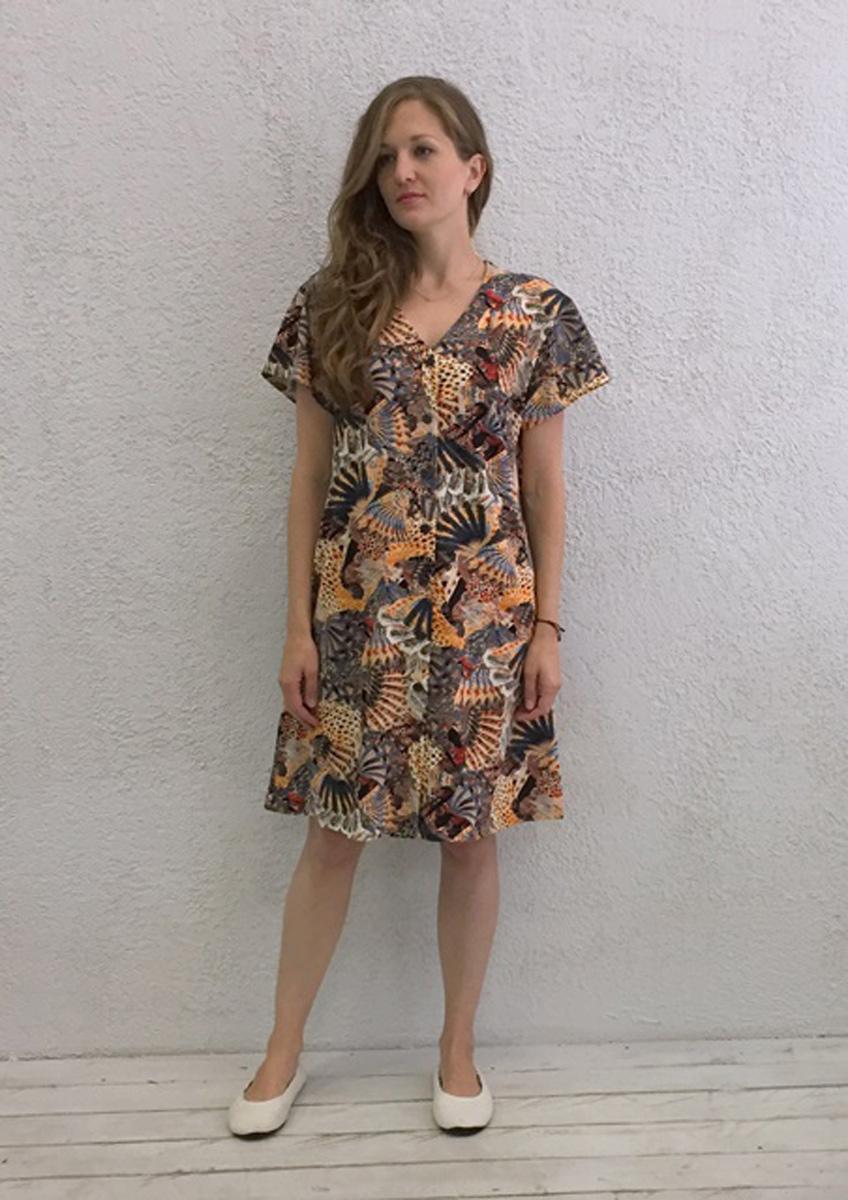 Халат женский Marusя, цвет: коричневый. 17110220. Размер XL (50)17110220Женский халат Marusя изготовлен из натурального хлопка. Модель свободного кроя с короткими рукавами и V-образным вырезом горловины застегивается на пуговицы.