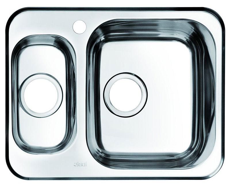 Мойка Iddis Strit, полированная, 1, 1/2, основная чаша справа, 60,5 х 48 см. STR60PZi77STR60PZi77Корпус мойки Iddis Strit выполнен из специальной нержавеющей стали марки 304 с содержанием хрома 18%, и никеля 10%. Это гарантирует устойчивость к воздействию химических веществ, появлению пятен и коррозии. Толщина стали в мойке 0,8 мм. Специальное дополнительное антишумовое покрытие Silenon, нанесенное на обратную сторону чаш, разработано для снижения шума воды в мойке.Конструкция краев мойки, крепления и специальная уплотнительная прокладка обеспечивает максимально плотное прилегание к столешнице и защищает от протекания. Мойка из нержавеющей стали Iddis имеет изготовленное на заводе отверстие под смеситель, что делает ее полностью готовой к установке. Наличие шаблона для выреза отверстия в столешнице для каждой модели облегчает процесс установки моек Iddis.Гарантия на мойки из нержавеющей стали Iddis составляет 15 лет.Глубина чаш: 180 и 125 мм, размер чаш: 330 х 380 и 162 х 300 мм.
