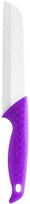 Нож для хлеба Bodum Bistro 18см, цвет рукоятки: фиолетовый 11312-27811312-278Нож Bodum Bistro выполнен из твердого и кислотостойкого керамического материала, который сохраняет остроту ножей намного дольше, обладает исключительным качеством.Он очень легкий и абсолютно не ржавеет, пригоден для мытья в посудомоечной машине. Эргономичная рукоятка ножа покрыта приятным на ощупь силиконом, который не скользит в руках и делает резку удобной и безопасной. Даже самый мягкий, свежеиспеченный батон легко нарезать ровными кусочками этим удивительным ножом. Его острейшее лезвие без малейшего усилия разрезает хрустящую корочку, не сминая и не кроша ее. Характеристики:Материал:керамика, силикон. Длина лезвия ножа:18 см. Общая длина ножа:29,5 см. Размер упаковки:36 см х 3,5 см х 8,5 см. Производитель: Швейцария. Изготовитель: Китай. Артикул: 11312-278.