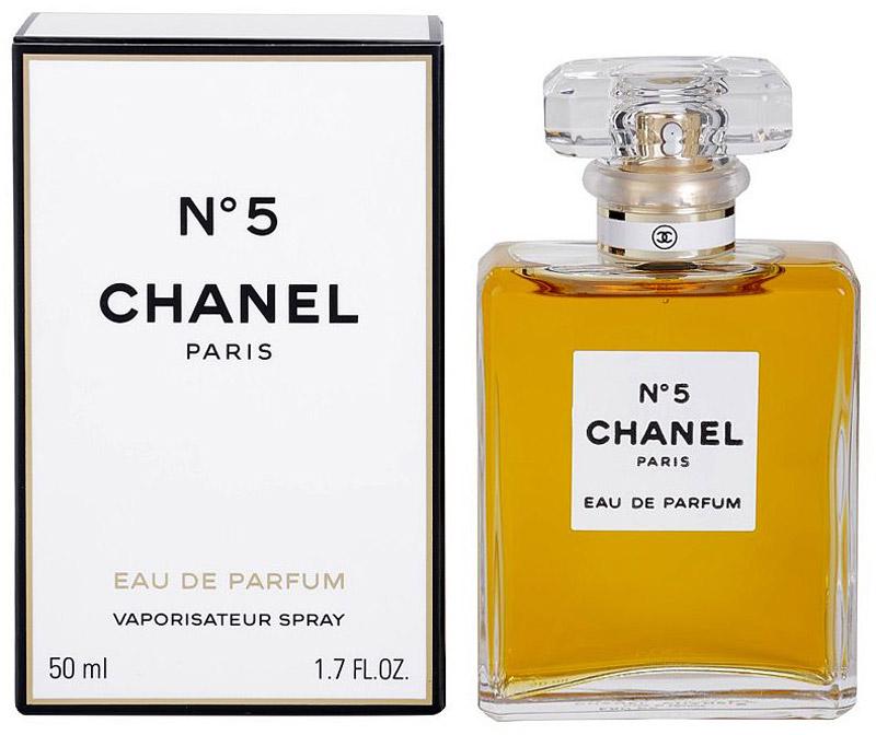 Chanel №5 парфюмерная вода женская, 50 мл01950Chanel No 5 Eau de Parfum Chanel - это аромат для женщин, принадлежит к группе ароматов цветочные альдегидные. Chanel No 5 Eau de Parfum выпущен в 1986. Парфюмер: Jacques Polge. Верхние ноты: Альдегиды, Нероли, Иланг-иланг, Персик и Бергамот; ноты сердца: Жасмин, Роза, Ландыш и Ирис; ноты базы: Сандал, Ветивер, Ваниль, Дубовый мох и Пачули.Краткий гид по парфюмерии: виды, ноты, ароматы, советы по выбору. Статья OZON Гид